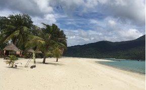 タイ リペ島は綺麗な海とさらさらな砂で最高の旅行