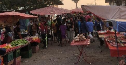 タイ本当の田舎の市場 イサーン地方