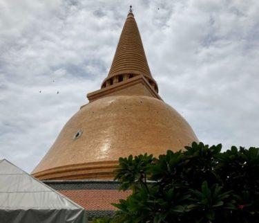 ナコンパトム世界一の仏舎利塔は願い事の神様 おすすめのホテル